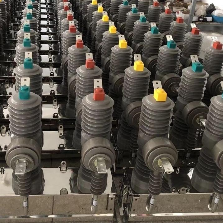 10KV中置式ZW32高压真空断路器带隔离开关
