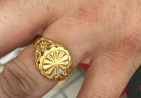 黄金戒指为何会褪色?