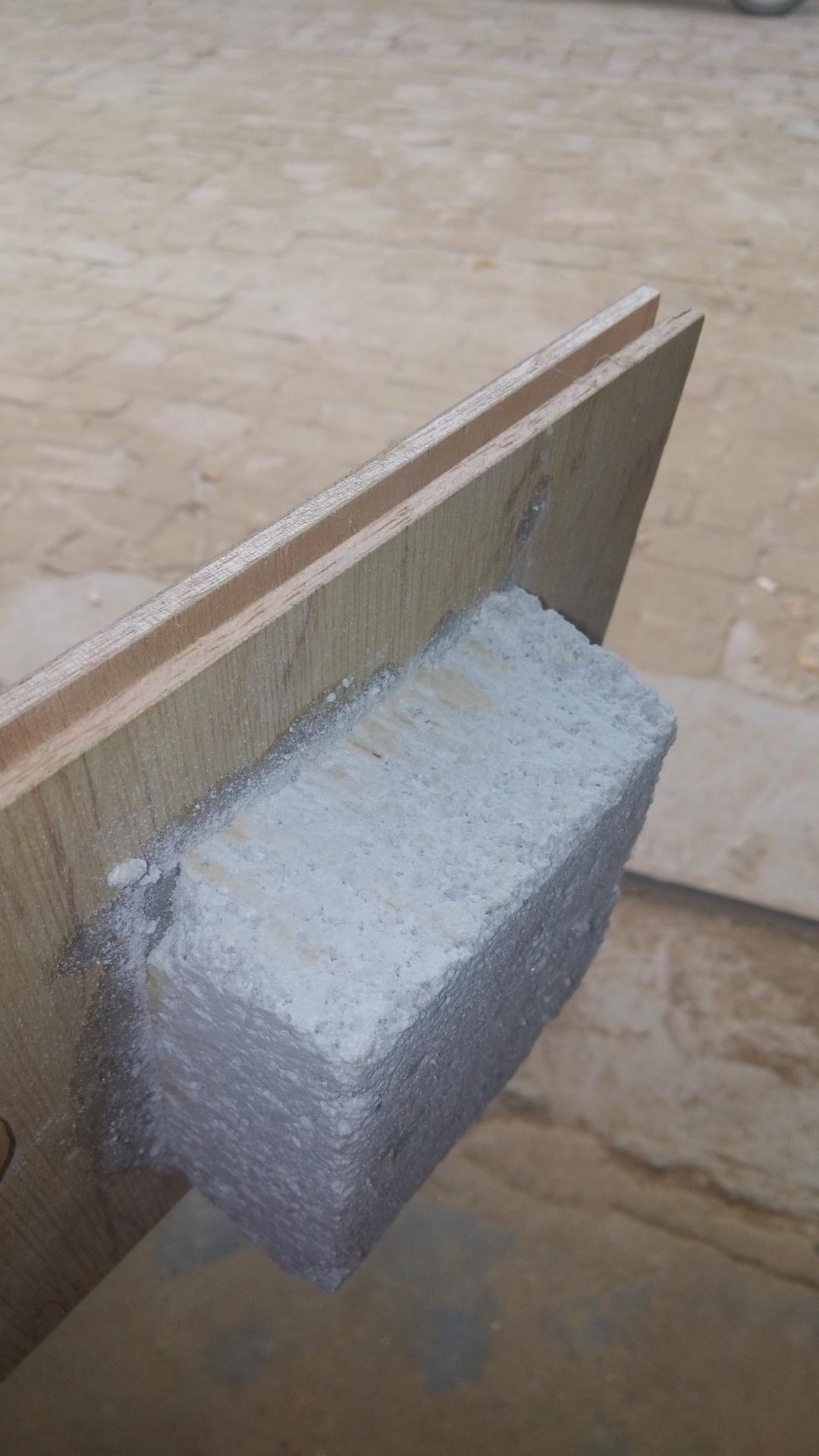 面易结皮而影响粘接效果.   、用于珍珠岩门芯板与木框边缝填缝时可