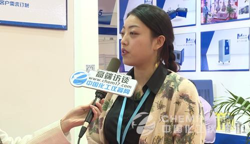 安合美诚总经理张娜佳正在接受中国化工仪器网记者