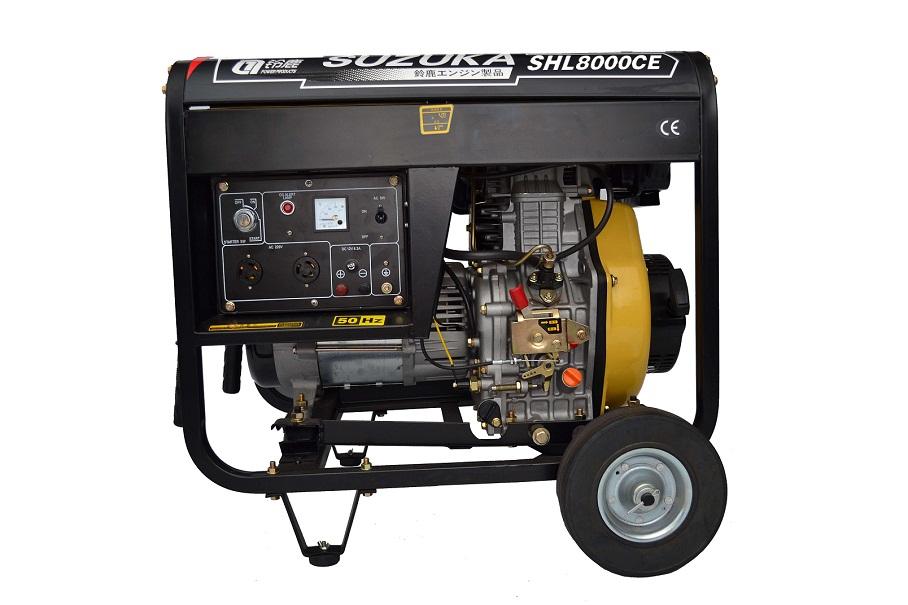 唐山5kw/6kw柴油发电机 6.5KW柴油发电机,有好多人买发电机,不知道怎么卖,也不知道发电机专业的知识。他们总以为自己的用电设备多大,就买个多大的发电机,其实这是错误的配法。比如,你的用电设备是1KW,那么你就要买个3KW的发电机,因为用电设备在发电机启动的时候有个3倍电流,电流在增大,电压不变,那么功率就要增大。所以发电机买大不买小。 柴油发电机有手启动电启动,钥匙一拧就着,比开车还方便舒服,不费力就来电。 唐山5kw/6kw柴油发电机