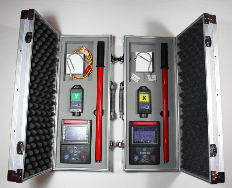 """二、技术特点 1、超远距离核相不受地形限制,可用于室外、室内、地下室的核相。 2、超远距离核相仪不用停电、倒电,可直接核相。 3、可用于高压线路和完全密封的环网柜低压感应点核相。 4、具有GSM短信通信功能,两主机可以互发测试数据给对方,自动完成核相,并显示相位差、核相结果(""""同相""""或者""""异相"""")。 5、语音播报核相结果。 6、频率、相位、相序测试,相量图显示。 三、技术指标 1、准确度: 远距离核相:误差≤5°; 近距离核相:误差≤3&"""